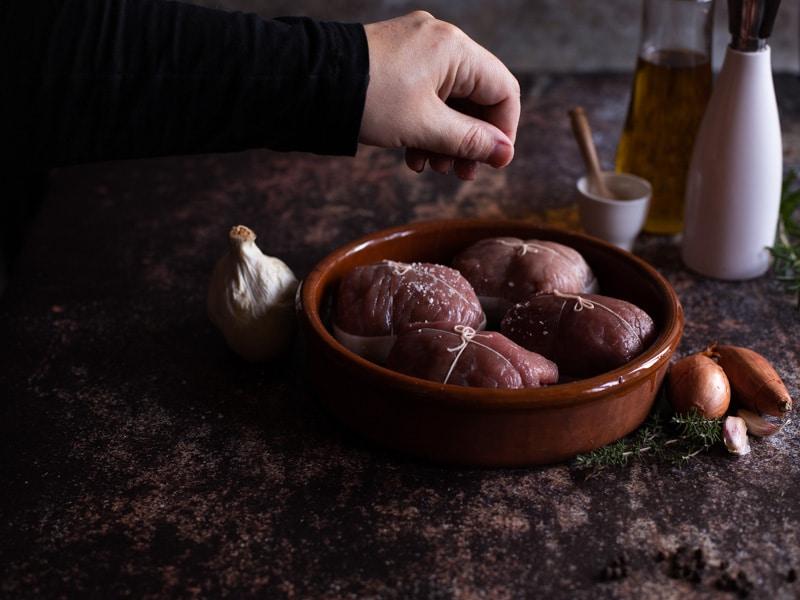 Faut-il saler sa viande avant ou après la cuisson ?